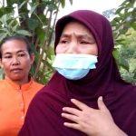 Korban terdampak longsor, warga Desa Cihanjuang, Kecamatan Cimanggung, Kabupaten Sumedang, Ade, 48 (kanan) pada Senin (26/7).