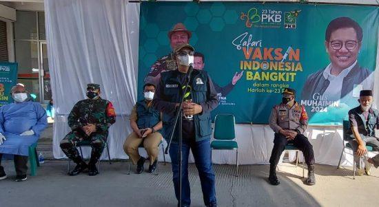 Ketua Fraksi PKB DPR RI, Cucun Ahmad Syamsurijal kembali menggelar vaksinasi masal di Baleendah, Kabupaten Bandung, Selasa (27/7). (Yully S Yulianty/Jabar Ekspres)