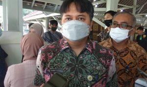 Kepala Bapenda Kota Bandung, Iskandar Zulkarnain ketika diwawacara media di pendopo Kota Bandung