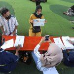 Penyaluran Bansos uang tunai yang berasal dari Pemkot Bandung