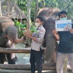 Filantra bergerak memberikan bantuan makanan untuk para Satwa di Bandung Zoo