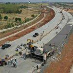Pekerja saat melakukan pembangunan akses tol BIJB Kabupaten Majalengka, Jawa Barat, Senin (30/8/2021). (ANTARA/HO-Humas Cipali)