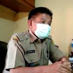 Kepala Desa Cihanjuang, Yuyus Yusuf di ruang kerjanya pada Rabu (3/8).