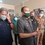 Plt. Wali Kota Cimahi Ngatiyana beserta jajarannya, di Kantor Kelurahan Utama, Selasa (10/8)(Intan Aida/Jabar Ekspres)
