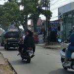 Jalan Raya Rancaekek dekat area tumpukan sampah, Kamis (19/8). (Yanuar Baswata/Jabar Ekspres)
