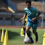 Ferdiansyah menjalani latihan perdana bersama PERSIB di Stadion Gelora Bandung Lautan Api, Senin, 30 Agustus 2021. (HO/Persib.co.id)