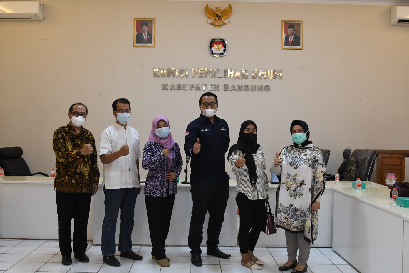 Jajaran Komisi I DPRD Provinsi Jawa Barat ketika mengunjungi KPU untuk menanykan persiapan Pilpres