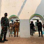 Pangdam III Siliwangi Mayjen TNI Agus Subianto melihat langsung kondisi masjid tua yang terbenkalai dan sudah tidak difungsikan