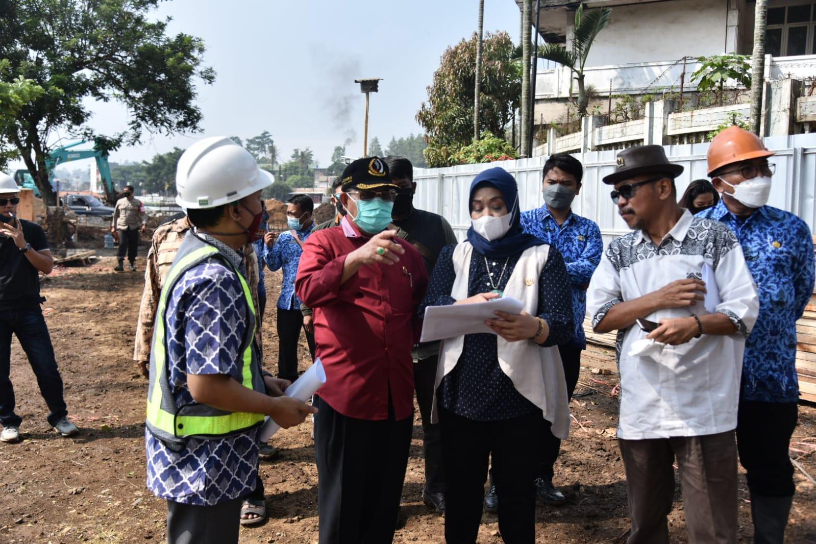 Rombongan anggota DPRD Jabar dari Komisi V meninjau langsung Proyek Revitalisasi Situ Ciburuy