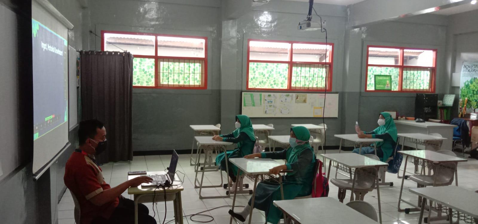 Pelaksanaan PTM pekan lalu di SD Ar Rafi, Kota Bandung.