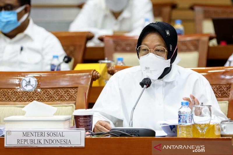 Menteri Sosial Tri Rismaharini dalam rapat kerja bersama Komisi VII DPR di Jakarta, Senin (20/9/2021). (ANTARA/HO-Kemensos)