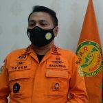 Kepala Basarnas Kantor SAR Bandung, Deden Ridwansah di ruang kerjanya. (Yanuar Baswata/Jabar Ekspres)