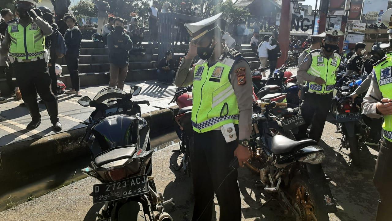 ILUSTRASI: Kendaraan berknalpot bising yang hendak sunmori terjaring razia pihak kepolisian.
