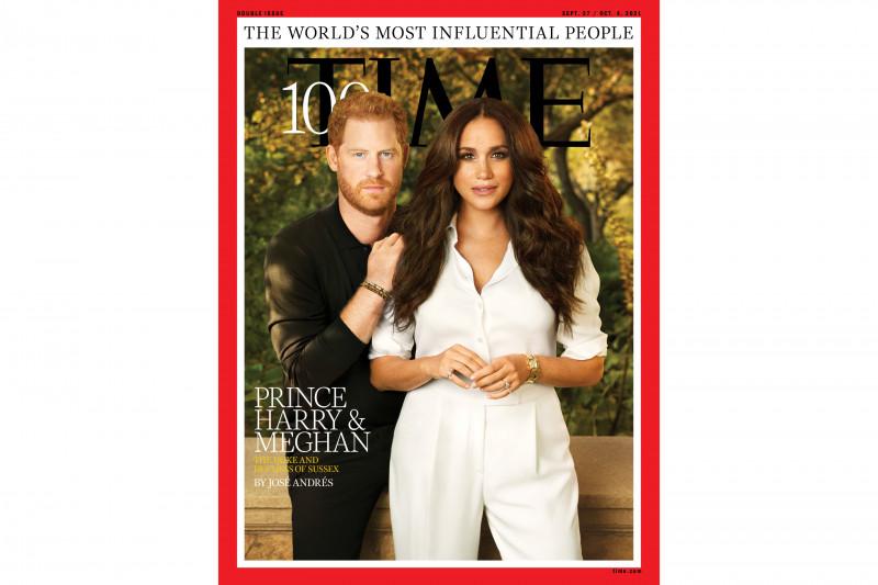 Sampul majalah TIME untuk edisi khusus 100 orang berpengaruh di dunia, menampilkan salah satunya pasangan Pangeran Harry dan Meghan Markle. (REUTERS/Pari Dukovic)