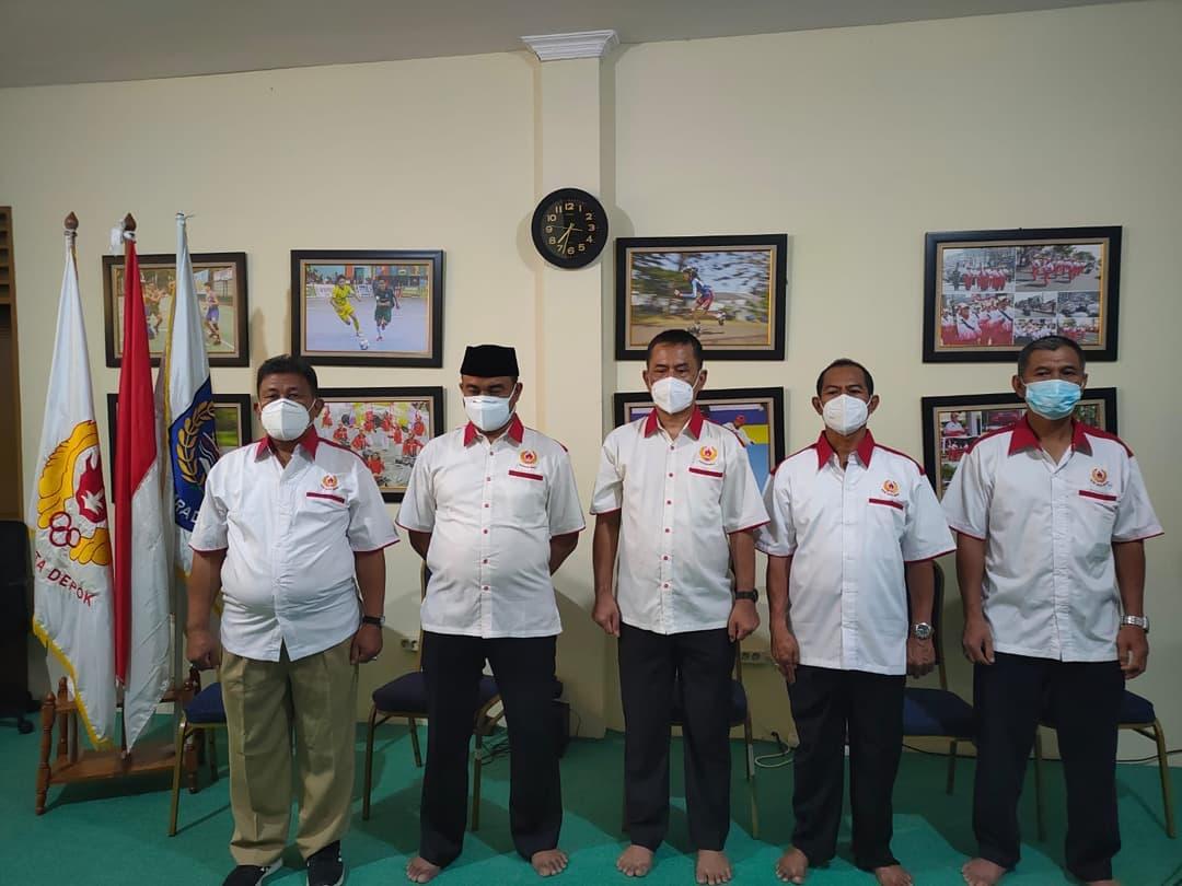 Ketua Umum KONI Kota Depok, Herry Suprianto (tengah), ist optimis pon xx papua