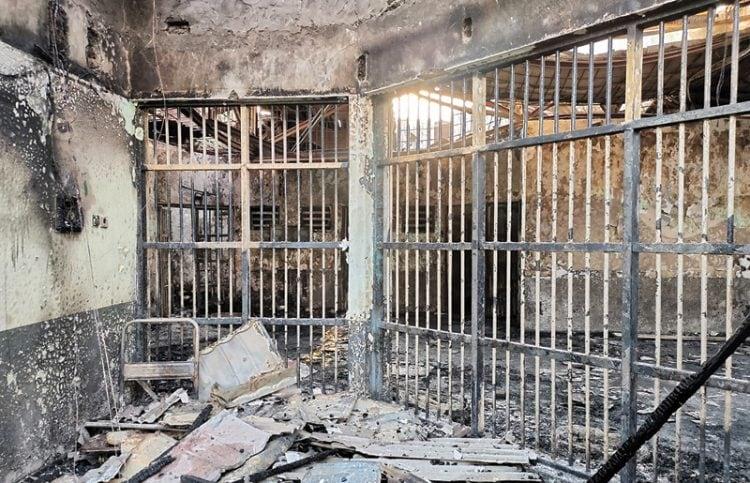 DILALAP API: Foto rilisan Kemenkum HAM memperlihatkan kondisi di dalam lapas yang terbakar. Para napi tewas karena terkunci di sel masing-masing. (KEMENKUMHAM/AFP)