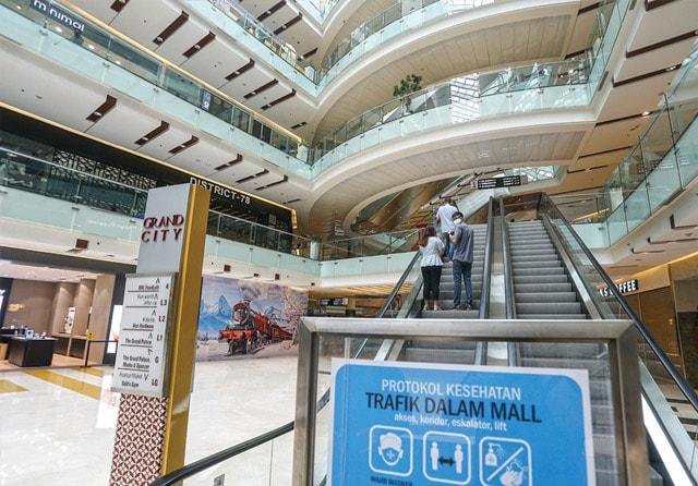 Ilustrasi: Mal di Surabaya sudah beroperasi lagi. Untuk meningkatkan pengunjung, pengelola berharap bisa membuka biosop. (Dipta Wahyu/Jawa Pos)
