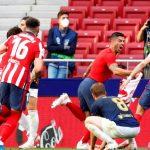 Pemain Atletico Madrid Luis Suarez melakukan selebrasi dengan rekan setimnya usai mencetak gol kedua ke gawang Osasuna pada laga La Liga Santander di Wanda Metropolitano, Madrid, Spanyol, Minggu (16/5/2021). ANTARA/REUTERS/Juan Medina/FOC/djo