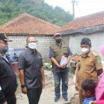 Anggota DPRD Jabar Mohammad Ichsan ketika meninjau Ruttiahu di Desa Cibeusi Subang