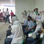 Dansektor 4 Citarum Harum Kolonel infantri Mulyono HS sedang memberikan motivasi kepada para siswa agar giat belajar meski di masa Pandemi