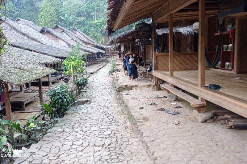 Pemukiman masyarakat Badui di Kadu Ketug Desa Kanekes Kabupaten Lebak tampak sepi sehubungan memasuki musim tanam di ladang. ANTARA.
