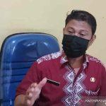 Kasi Politik Dalam Negeri Kesbangpol Indramayu Adi Purnomo di Indramayu, Jumat (8/10/2021). (ANTARA/Khaerul Izan)