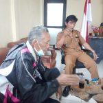 Kades Kertajaya Tatan Asmara bersama anggota BPD Oja Sujani. Foto pepen apendi