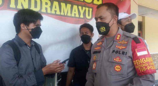 Kapolres Indramayu AKBP M Lukman Syarif saat memberi keterangan kepada media, di Indramayu, Jawa Barat, Rabu (6/10/2021). ANTARA/Khaerul Izan