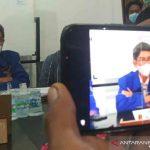Ketua Balitbang Dewan Pimpinan Cabang (DPC) Partai Demokrat Kabupaten Indramayu Harris Solihin saat memberi keterangan kepada media di Indramayu, Jawa Barat, Selasa (5/10/2021). (ANTARA/Khaerul Izan)