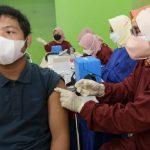 Pelaksanaan vaksin di pelosok desa di Jabar