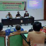 Penyuluhan hukum Kejari kepada para kepala desa di Karawang. (ANTARA/HO-Kejari Karawang)