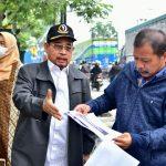 Rombongan Komisi IV DPRD Jabar ketika meninjau lokasi proyek pembangunan Jalan Siliwangi