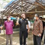 Rombongan Komisi V DPRD Jabar sedang menanyakan tentang kondisi Makam Syekh Quro di Kabupaten Karawang