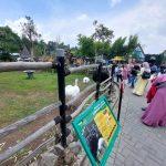 Pengunjung memadati area objek wisata Lembang Park and Zoo, di KBB.