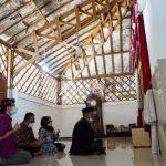 Pimpinan dan Anggota Komisi V DPRD Provinsi Jawa Barat saat melakukan peninjauan pengembangan kebudayaan serta mendapatkan informasi terkait bantuan provinsi untuk makam Syekh Quro yang bertempat di Makam Syekh Quro, Kabupaten Karawang, Jumat (22/10/21). ANTARA/HO-Humas DPRD Jabar