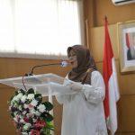 Kepala Disdukcapil Kota Cimahi Ipah Latifah saat sambutan launching aplikasi Sipade dan Sibenar, Jumat (22/10)(Intan Aida/Jabar Ekspres)