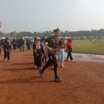Salah satu pria sedang melakukan olahraga lari di kawasan Lapangan Brigif Kujang 15, Minggu (24/10). (Intan Aida/Jabar Ekspres)