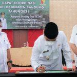 Dadang Supriatna saat Rapat Koordinasi Lanjutan terkait Tindak Lanjut Rakornas Penanggulangan Kemiskinan Ekstrem di Sutan Raja Hotel, Soreang, Rabu (27/10).