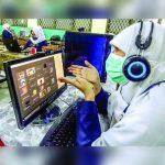 Guru memberikan materi saat pembelajaran jarak jauh (PJJ) kepada siswa kelas XI secara daring di SMA Negeri 8 Jakarta, Senin (13/7/2020). Kegiatan Pembelajaran Jarak Jauh (PJJ) di sekolah tersebut bertujuan untuk mencegah penyebaran COVID-19 di lingkungan sekolah. (DOK. HARITSAH ALMUDATSIR/JAWA POS)